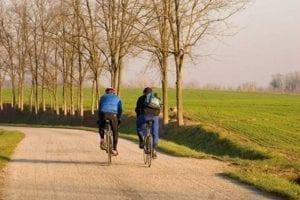 Ciclisti in autunno pomponesco